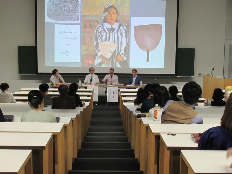 全体討議風景(右からガンボーニ博士、ドンブロースキー博士、圀府寺博士,司会の永井)